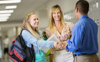 Eltern und Lehrer: Mit regelmäßigem Austausch ein Vertrauensverhältnis aufbauen